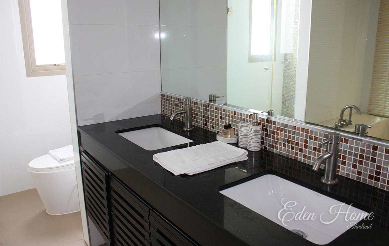 EHS-252 Master Bathroom
