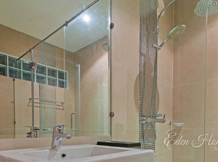 EHS-255 2nd Bathroom