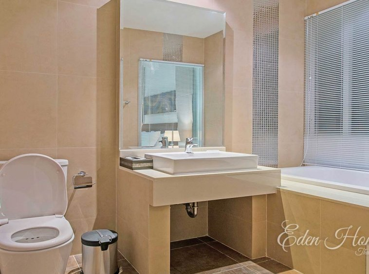 EHS-255 Master Bathroom
